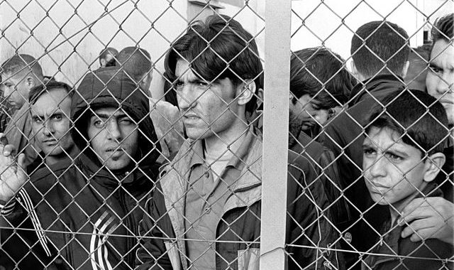 640px-20101009_Arrested_refugees_immigrants_in_Fylakio_detention_center_Thrace_Evros_Greece_restored