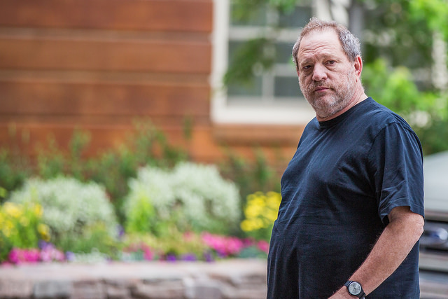 "[url=https://flic.kr/p/uNXw4k]<img class="""" src="""" alt="""">[/url][url=https://flic.kr/p/uNXw4k]Harvey Weinstein, Chairman, The Weinstein Company[/url] by [url=https://www.flickr.com/photos/thomashawk/]Thomas Hawk[/url], su Flickr"
