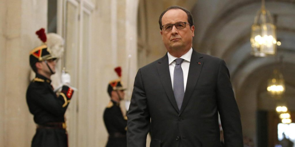 epa05028518 French President Francois Hollande arrives to deliver a speech at the Versailles castle, near Paris, France, 16 November 2015. French President Francois Hollande is addressing parliament about France's response to the Paris attacks, in a rare speech to lawmakers gathered in the majestic congress room of the Palace of Versailles. EPA/MICHEL EULER / POOL MAXPPP OUT